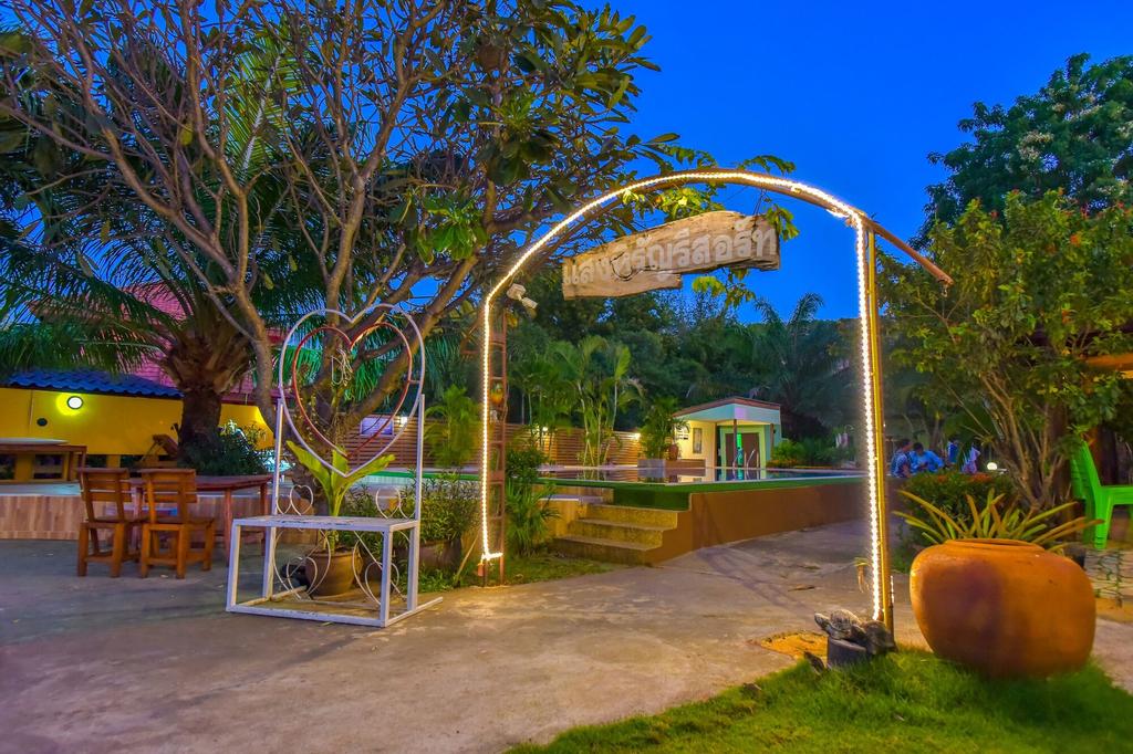 Sanghirun Resort, K. Sam Roi Yot