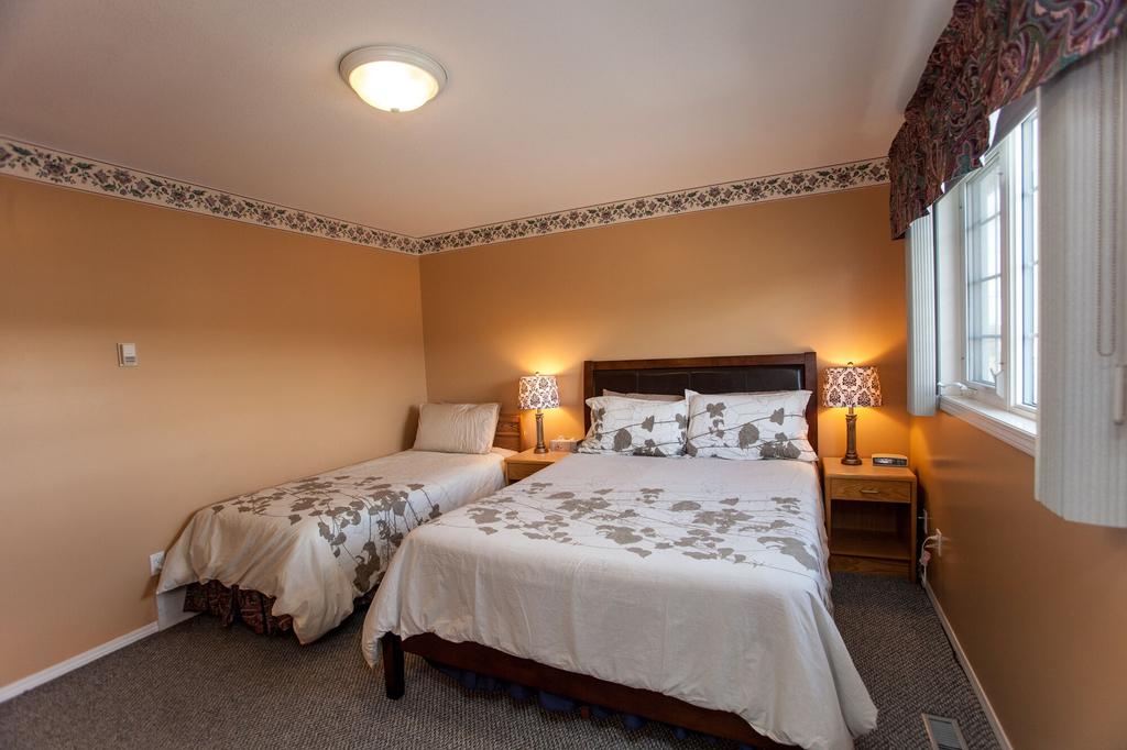 Midnight Sun Inn Bed And Breakfast, Yukon