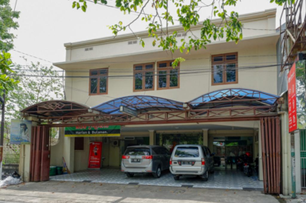 RedDoorz near Ahmad Yani Monument Park Kudus, Kudus
