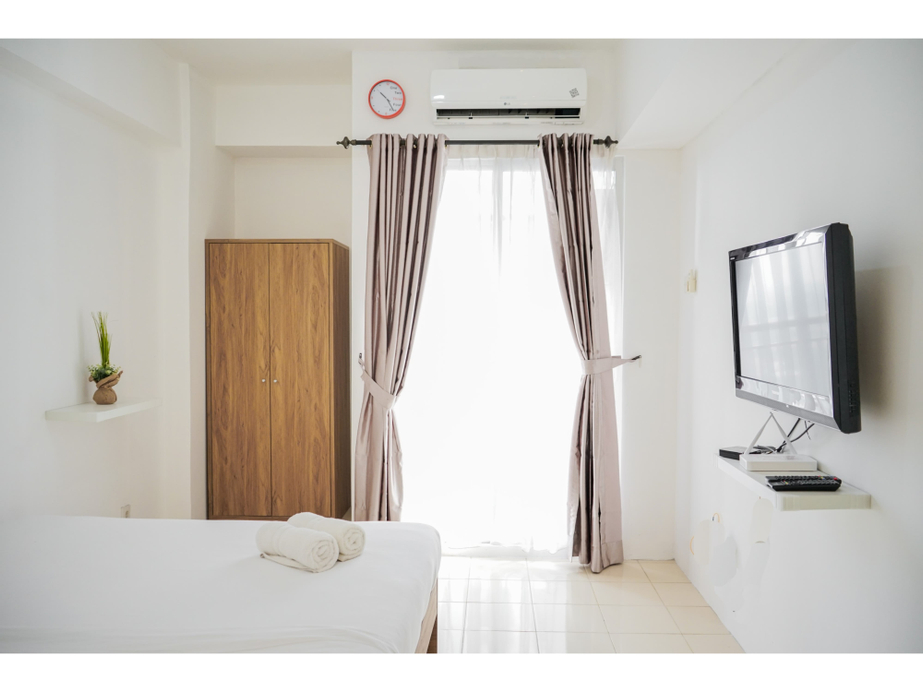 Cozy Furnished Studio Apartment at Serpong Greenview By Travelio, Tangerang Selatan