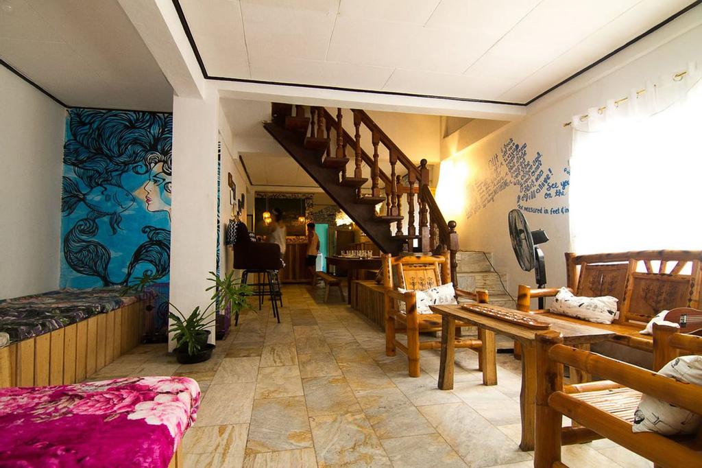 Go Surfari House, Baler