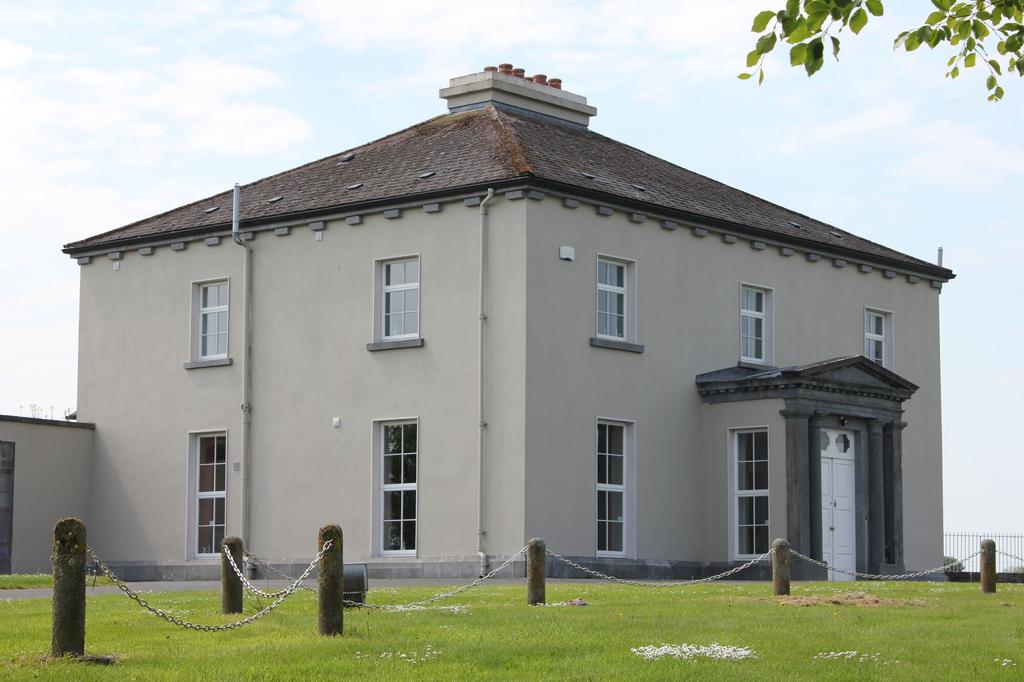 Woodville House,