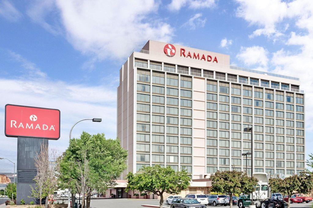 Ramada by Wyndham Reno Hotel and Casino, Washoe