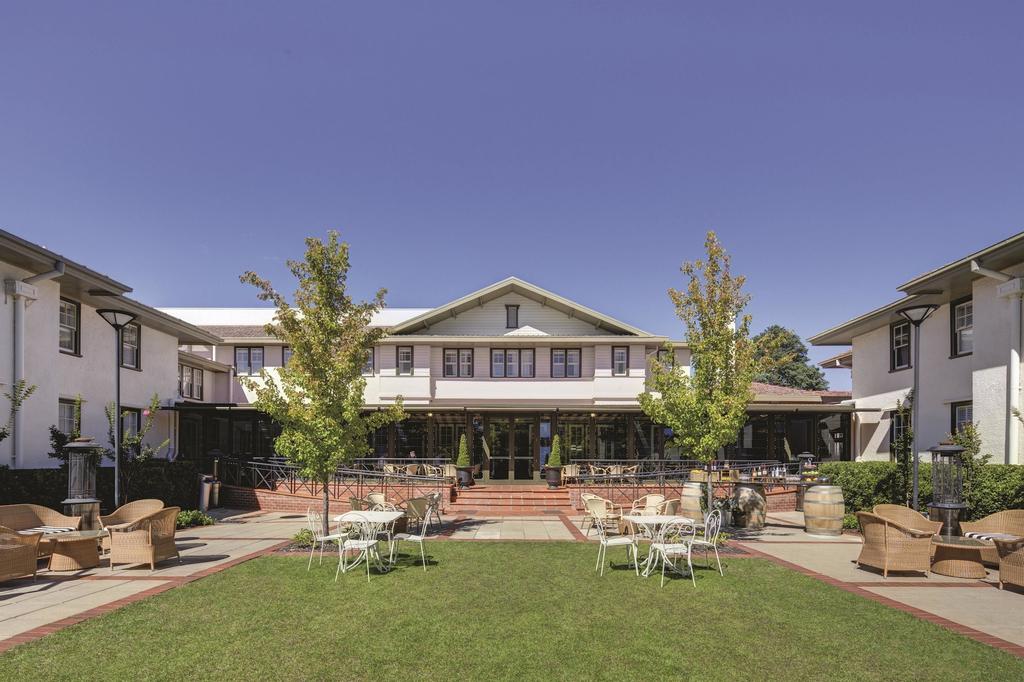 Hotel Kurrajong Canberra, Barton