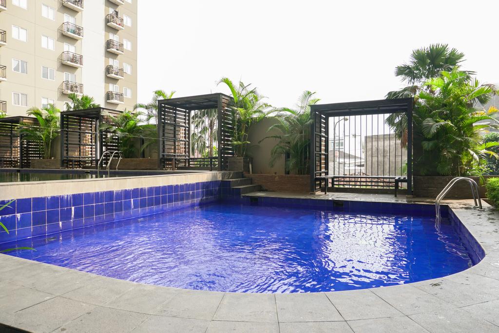 Warm and Cozy 1BR Puri Park View Apartment By Travelio, Jakarta Barat