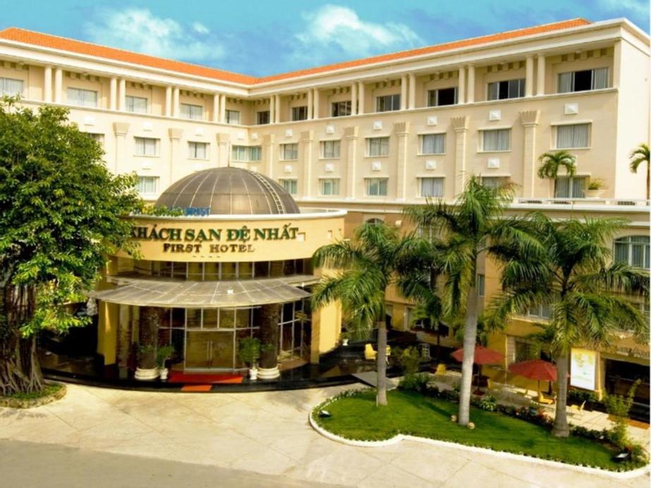 First Hotel, Tân Bình