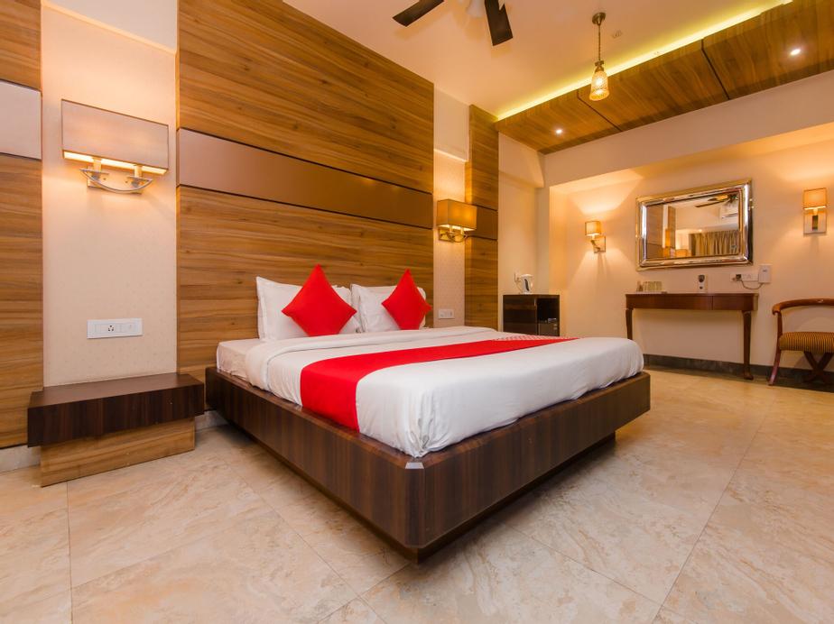 OYO 14699 Hotel Nakshatra Regency, Thane