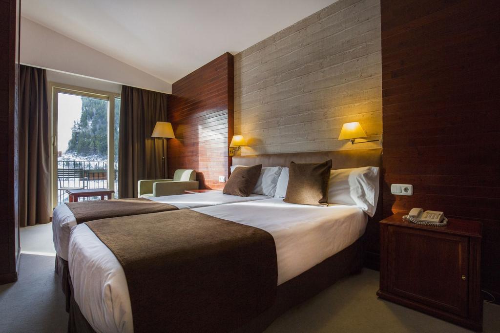 Hotel Piolets Soldeu Centre,