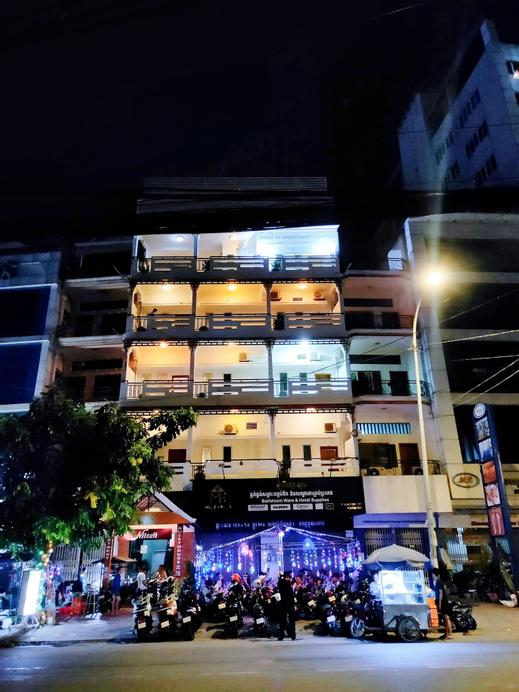 Niisaii Apartment, Ruessei Kaev