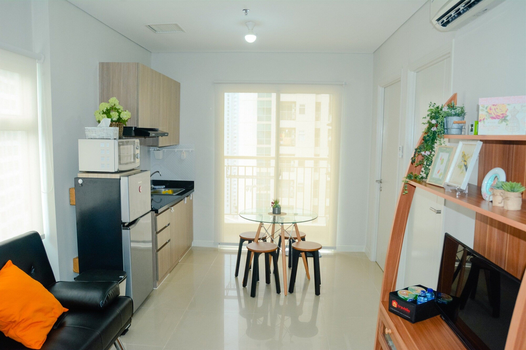 Cozy & Stylish Apartment W/ Great View At Madison Park, West Jakarta