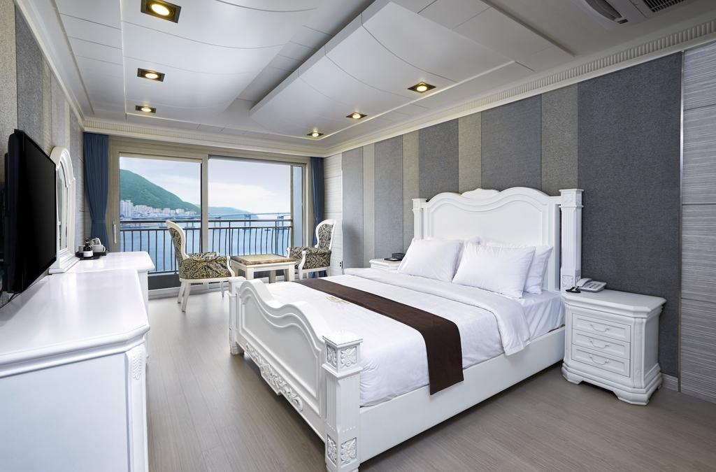 Busan Beach Hotel, Seo