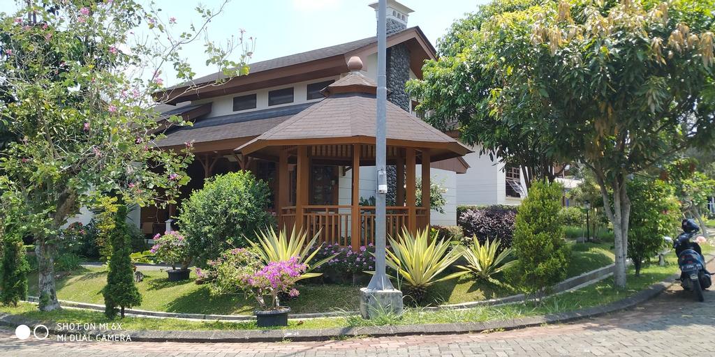 Villa Bumblebee 2 – Little Venice Puncak, Cianjur