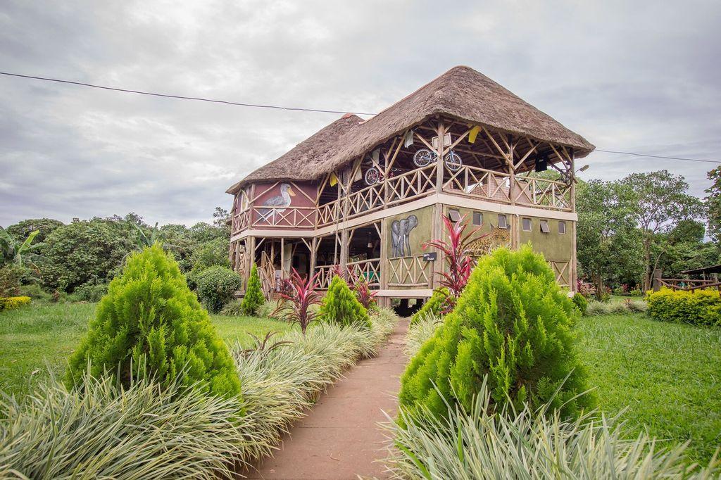 Roots Retreat and Camping Resort, Busiiro