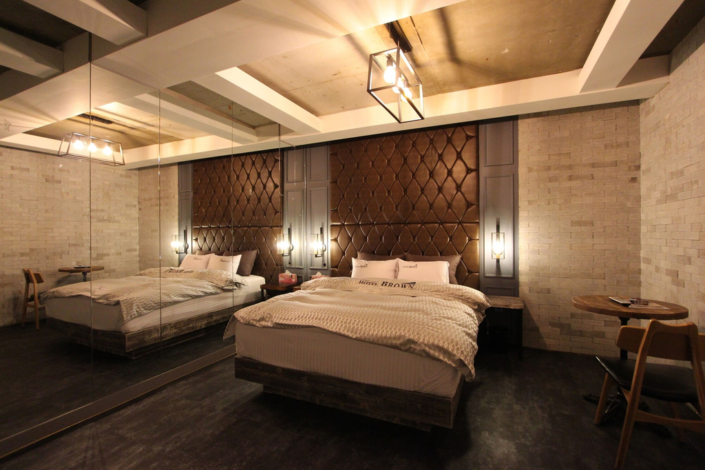 Brown Hotel, Buk