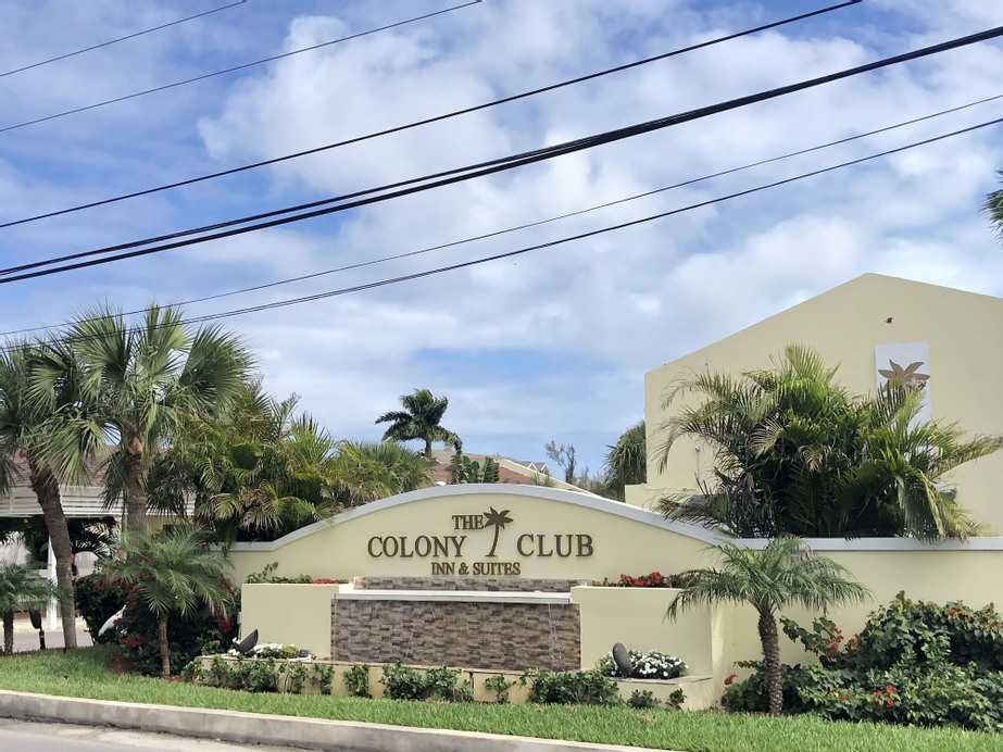 The Colony Club Inn & Suites,