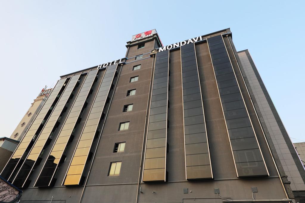 Hotel Mondavi, Muan