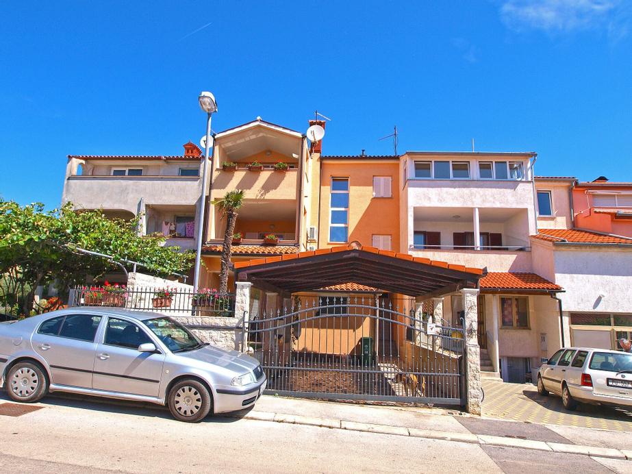 Apartments Orijana 898, Pula