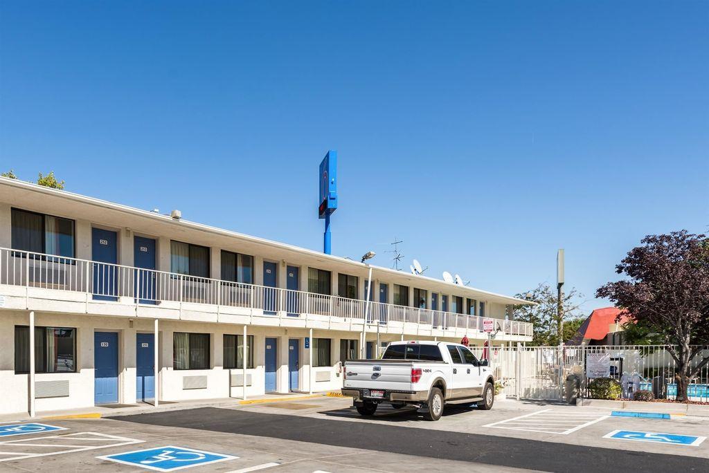 Motel 6 Reno - Virginia Plumb, Washoe
