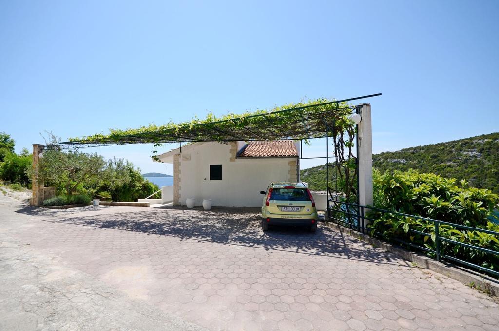 Villa Sine, Marina