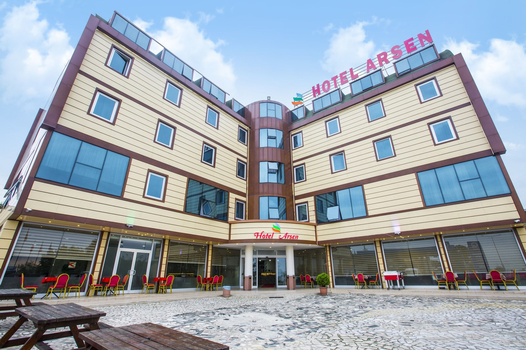 Hotel Arsen, Arsin