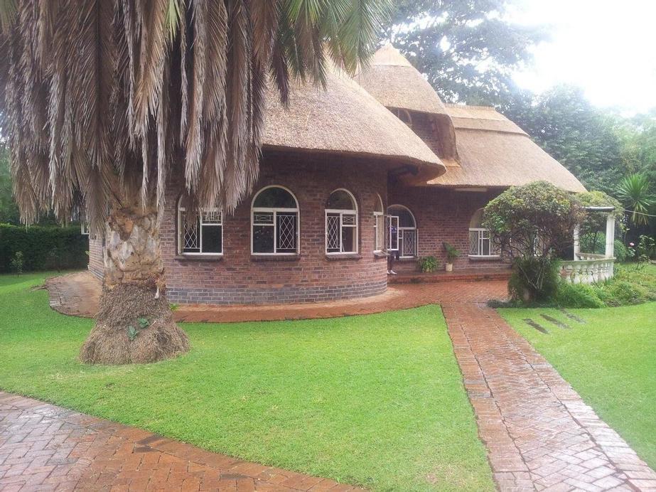 Pakanaka Lodge, Harare
