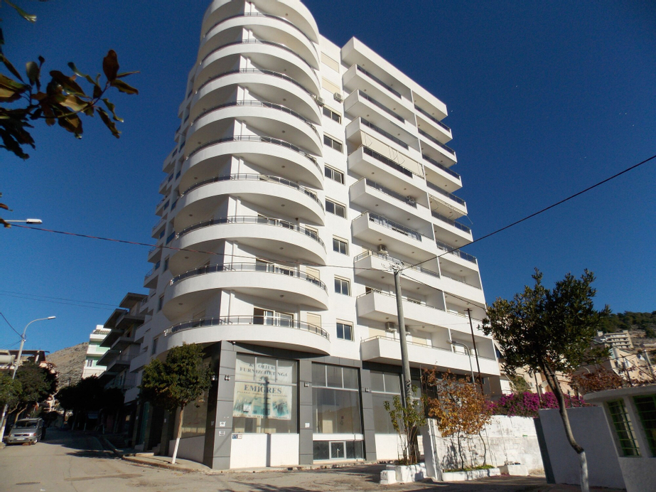 White Deluxe Apartments, Sarandës