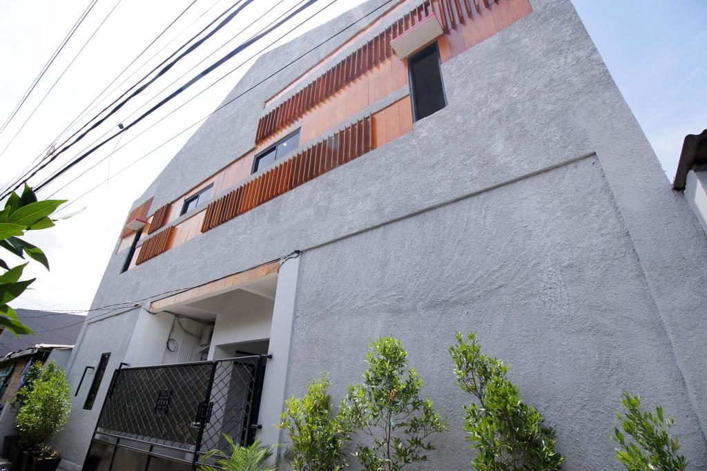 Kamar Keluarga Haji Peeng Syariah, West Jakarta