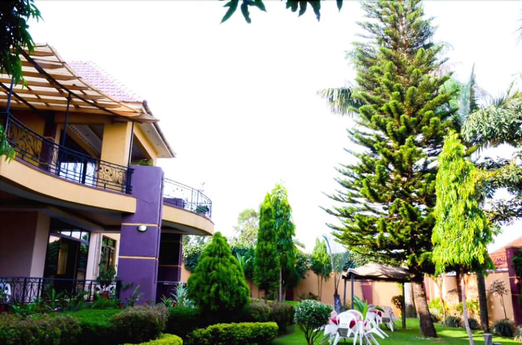 Ropani Hotel Kajjansi, Busiiro