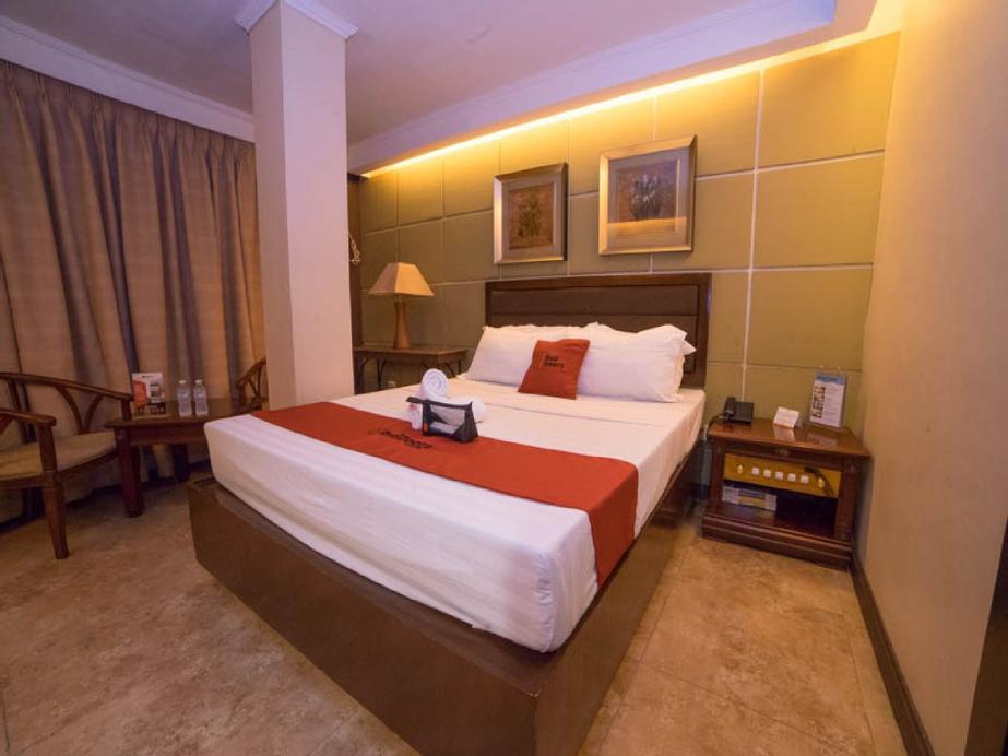 RedDoorz Plus @ Project 6 Quezon City, Quezon City