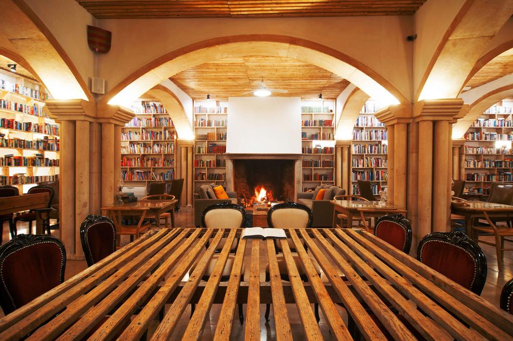 The Literary Man, Óbidos