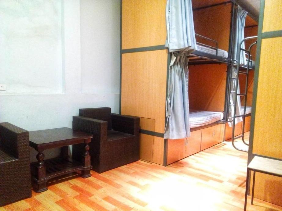 Golden Snake Hostel, Hoàn Kiếm