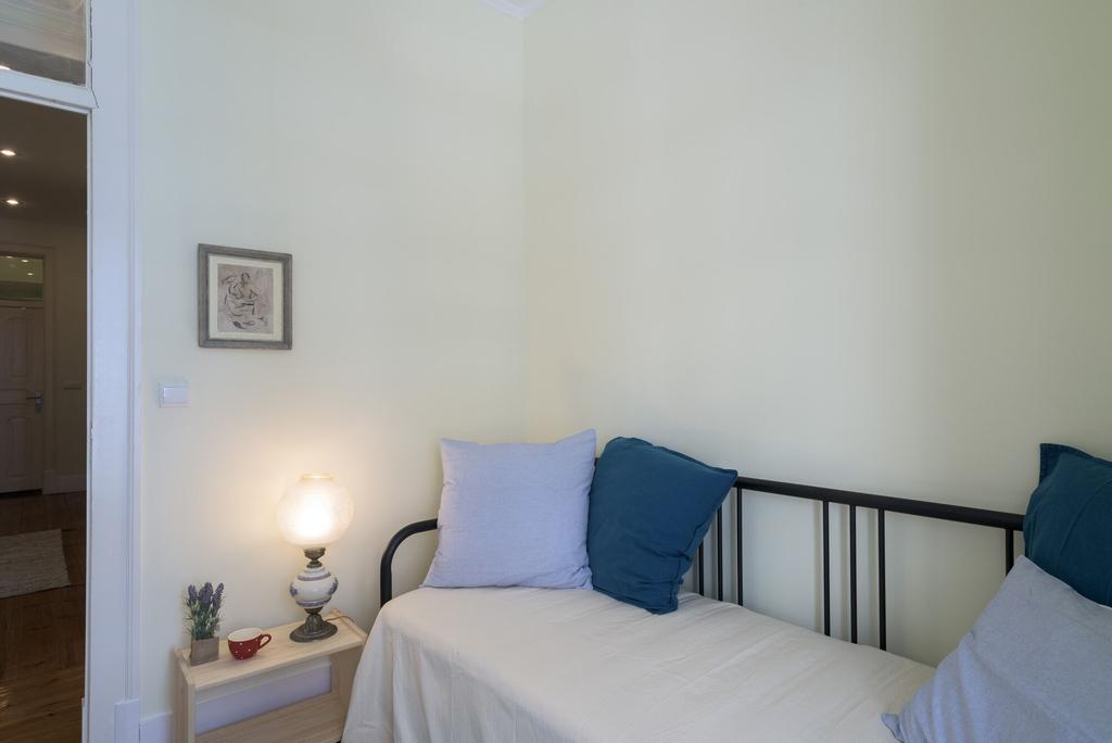 Renovated Spacious Baixa Apartment + Free Pickup, By TimeCooler, Lisboa