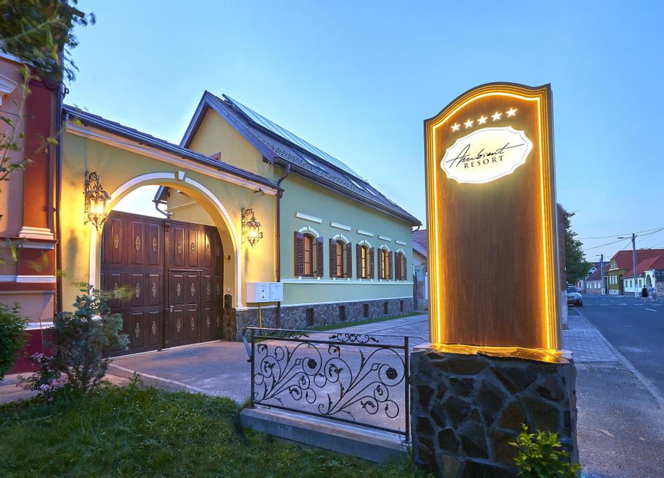 Resort Ambient, Cristian