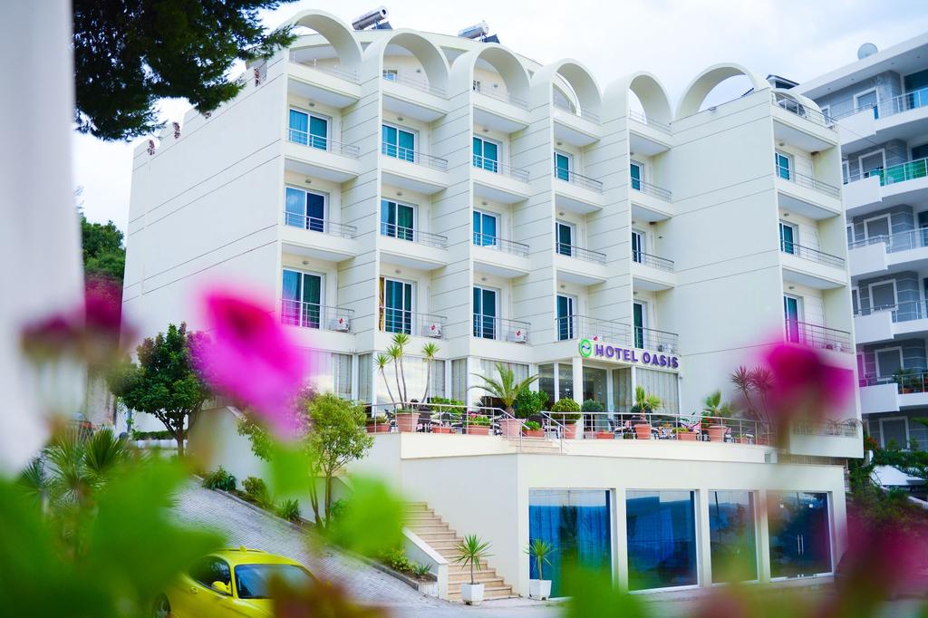Hotel Oasis, Sarandës