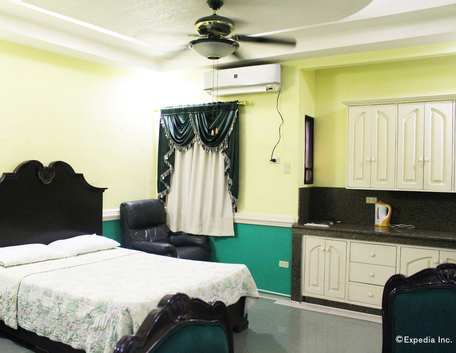 Kokomo's Suites Hotel, Mabalacat