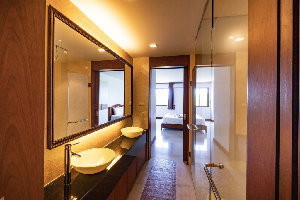 CAPITAL O890 The Royal Bay View Villas, Pulau Phuket