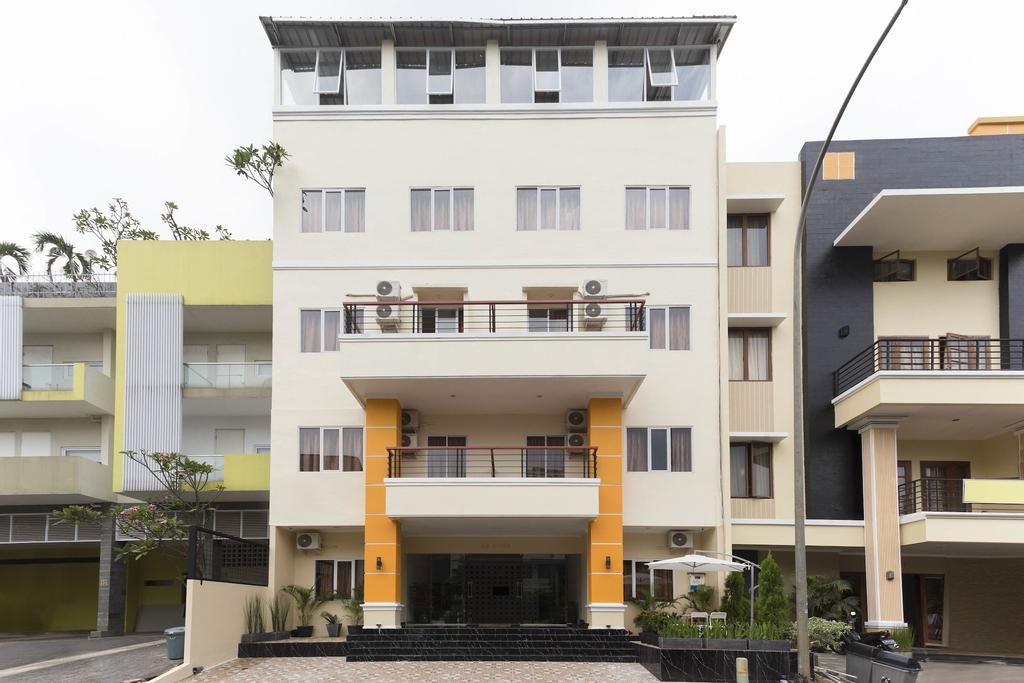 RedDoorz Plus @ Boulevard Residence BSD, Tangerang Selatan