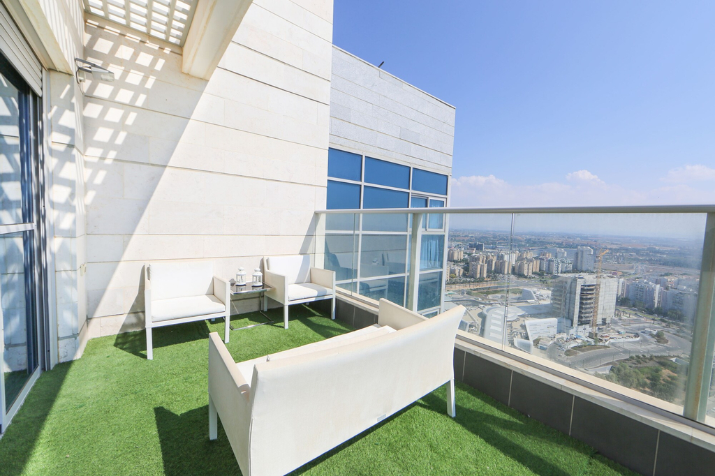 Seaview Oasis Luxurious penthouse,