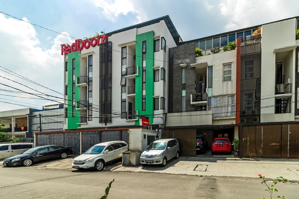 RedDoorz Plus near Plaza Indonesia, Central Jakarta
