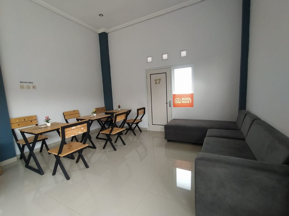 Koolkost Syariah near Kampus UNSOED (minimal stay 6 nights), Banyumas
