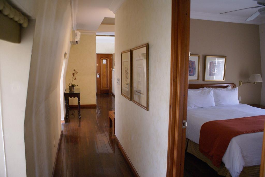 Hotel San Carlos, ZONA 10