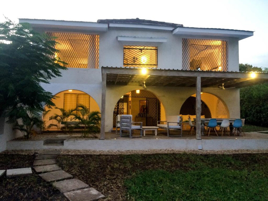 Baobab Beach House Bed & Breakfast, Msambweni