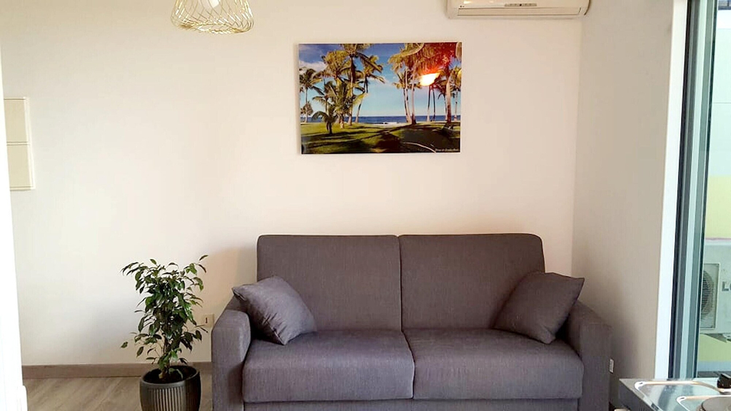 Studio in Saint Denis, With Enclosed Garden and Wifi - 34 km From the Beach, Saint-Denis