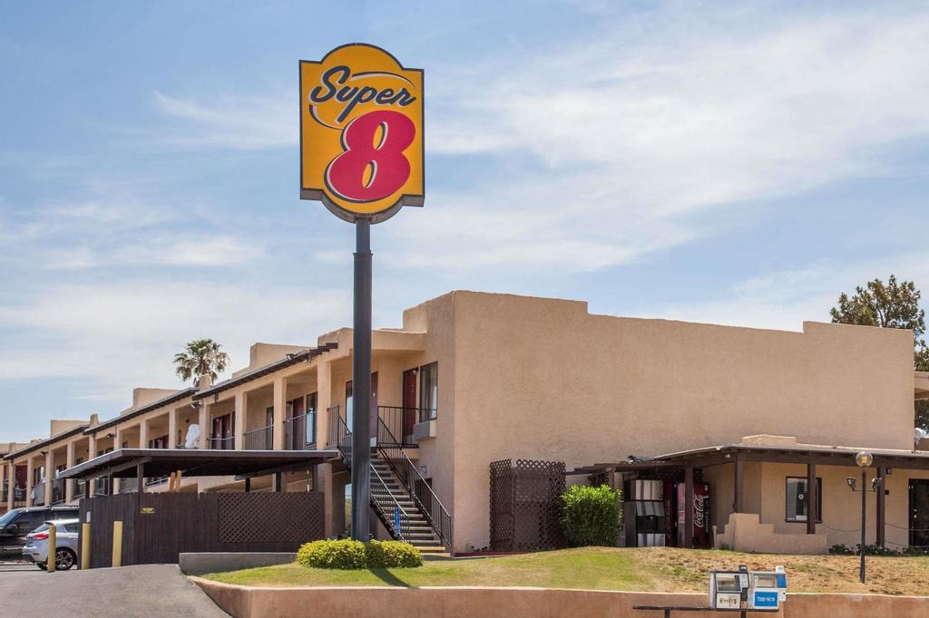 Super 8 by Wyndham Barstow, San Bernardino