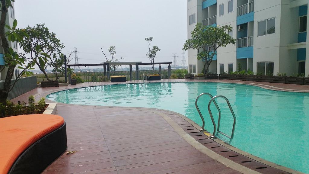 Pool View Studio Room Apartment The Nest Puri, Jakarta Barat