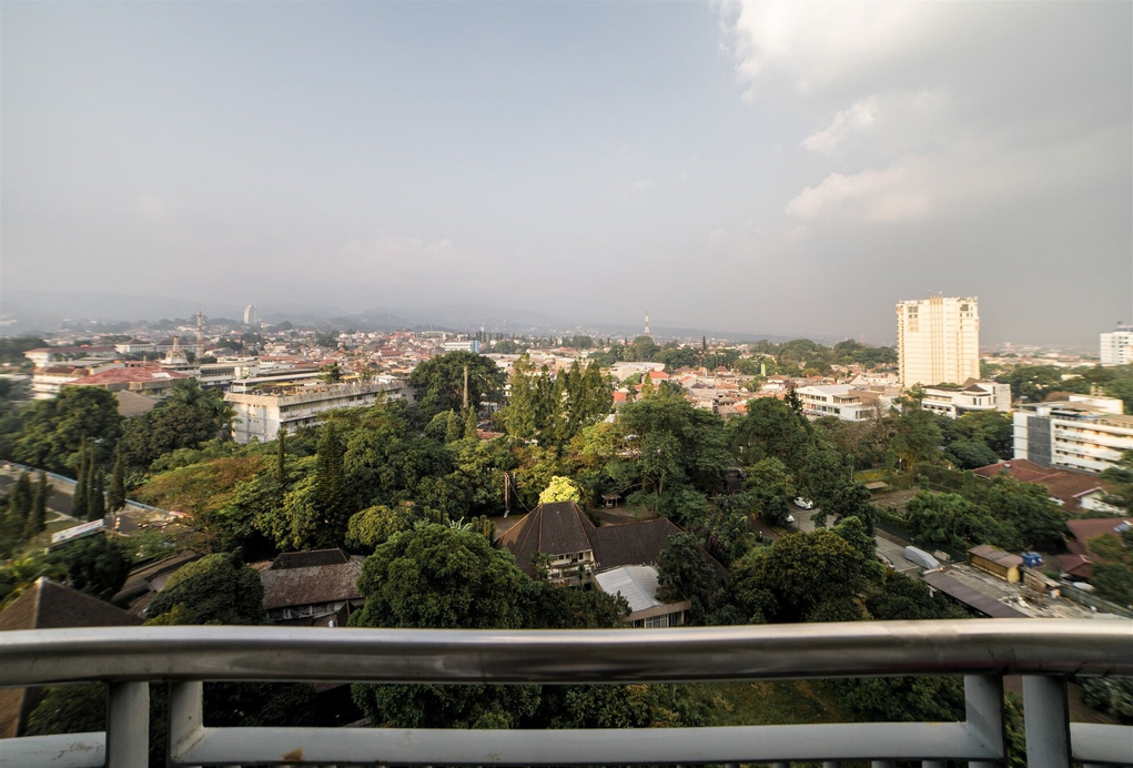 Mountain View Studio @ Dago Suites Apartment with Balcony, Bandung