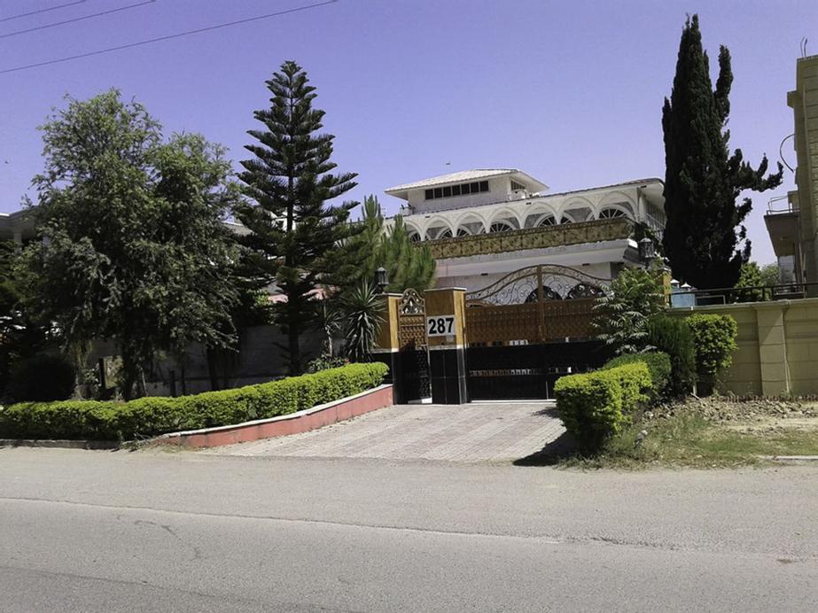 Explorers lounge, Islamabad