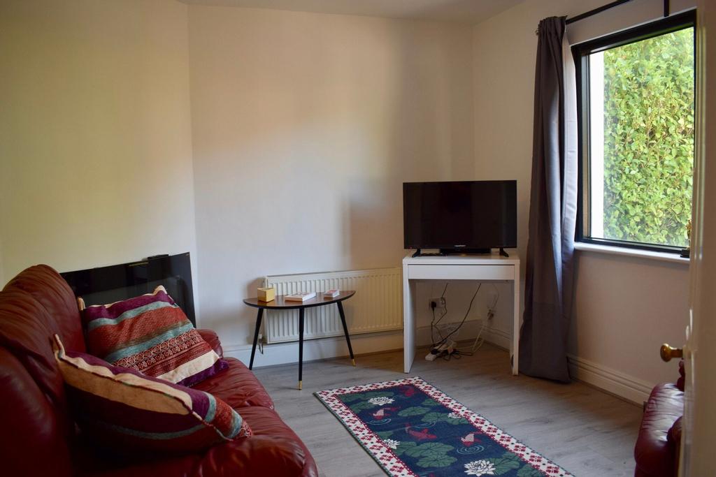 3 Bedroom Home Near The Botanics,