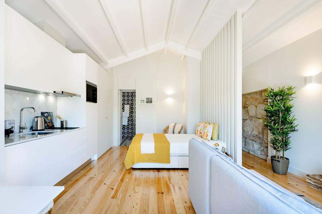 Porto Downtown Studio with Balcony, Porto