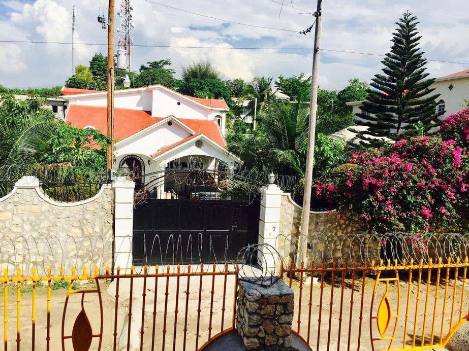Luxury Mountain Guest House, Port-au-Prince